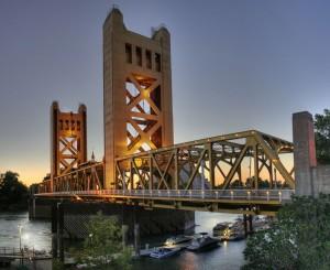 Красивый мост в Сакраменто