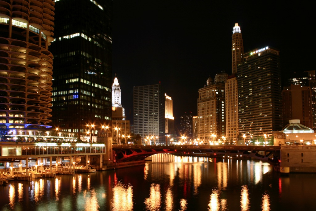 Непревзойдённый Нью-Йорк с небоскрбами ночью - фото