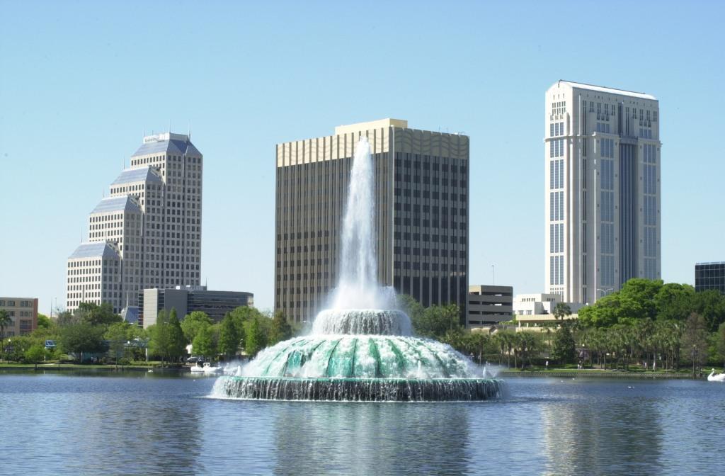 Красивый фонтан в Америке - фото