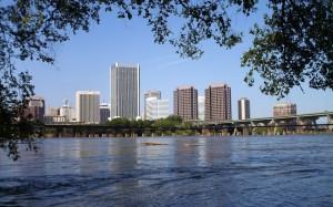 Город Ричмонд на берегу реки