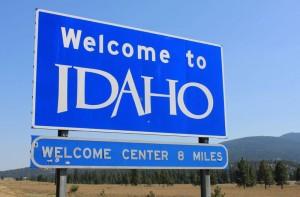 Указательный знак на дороге в Айдахо