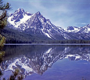 Красивое горное озеро в Айдахо