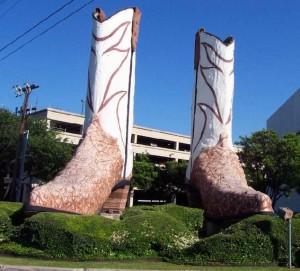 Сапоги запечатлённые в памятник в Сан-Антонио