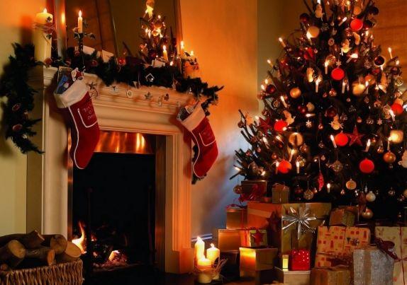 Рождественская_елка_и_подарки_на_Рождество