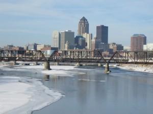 Город около реки в Айова