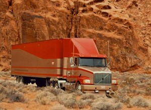 Американский_грузовик_в_пустыне_США