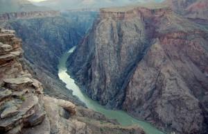 Горная_река_в_ущелье_национального_парка_Гранд-Каньон