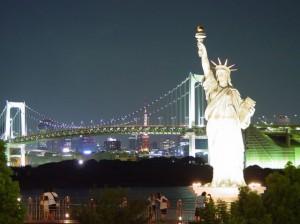 Статуя_Свободы_на_фоне_Бруклинского_моста