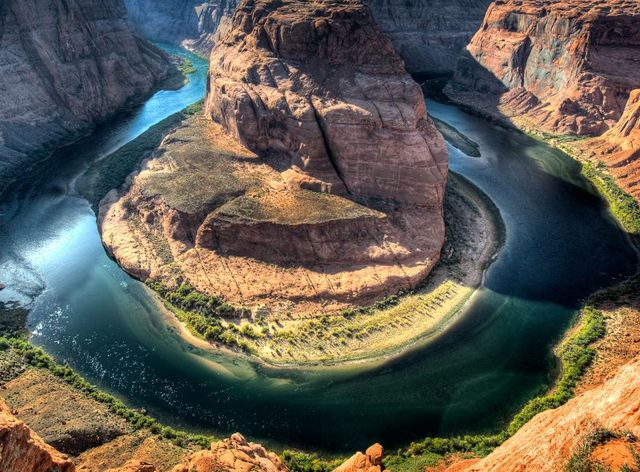 Река колорадо в каньоне