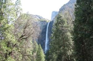 Водопад_в_национальном_парке_США_Йосемити