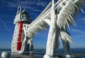 Обледеневший_маяк_на_озере_Мичиган