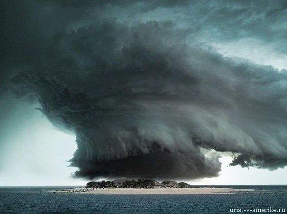 Торнадо_над_одним_из_островов_США