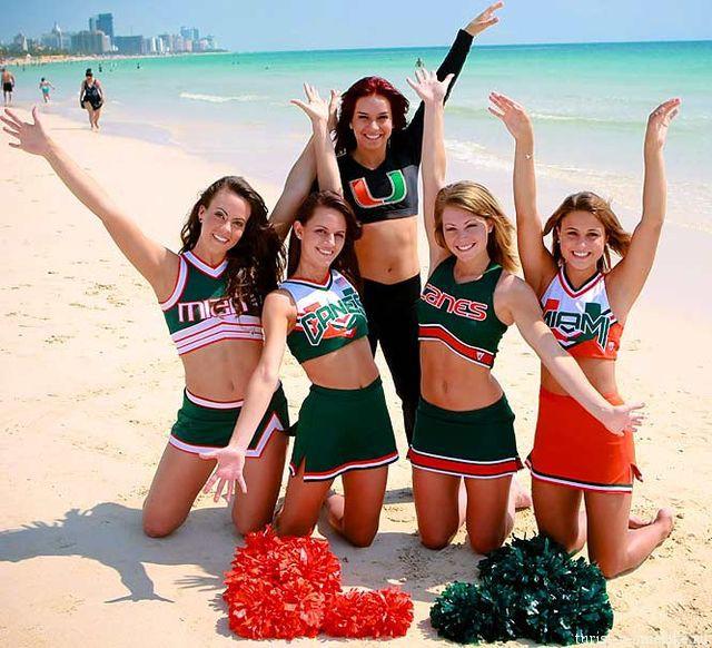 Девушки_группы_поддержки_университетской_команды_Майами