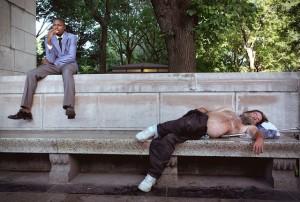 Спящие_люди_на_улице_Нью-Йорка