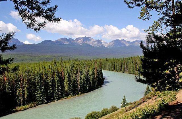 Река_в_Канаде
