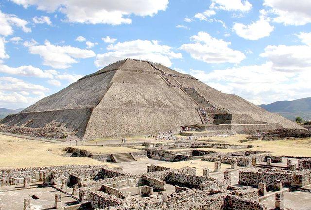Одна_из_пирамид_Теотиуакана