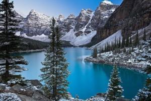 Горное_озеро_зимой_в_Канаде