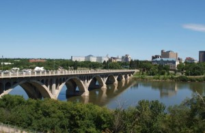 Мост_через_реку_в_Саскатуне_Канада