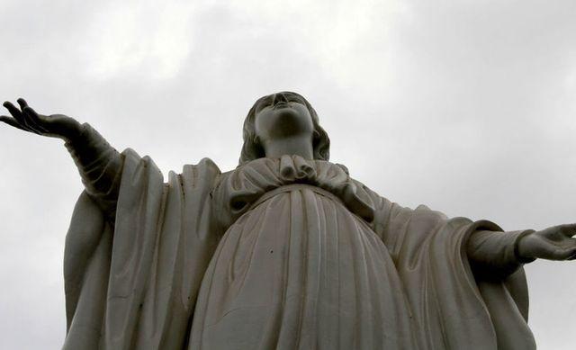 Статуя_Святой_Девы_Марии_на_горе_Сан-Кристобаль