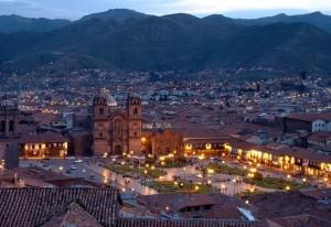 Вид_сверху_ночью_на_Куско_Перу
