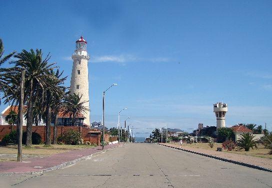 Дорога_к_маяку_в_Пунта-дель-Эсте