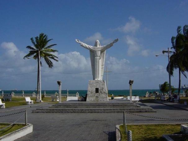 Памятник_в_городе_Колон_Панама