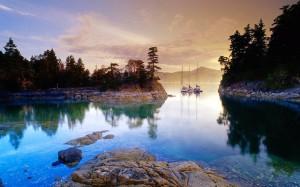 Boats at Curme Islands, Desolation Sound/Embarcations près des îles Curme, baie Desolation, British Columbia/Colombie-Britannique