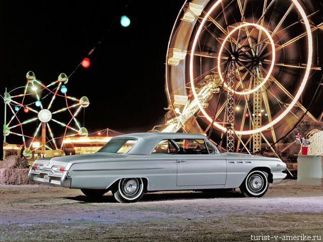 Классический_американский_автомобиль_Buick_LeSabre_1962