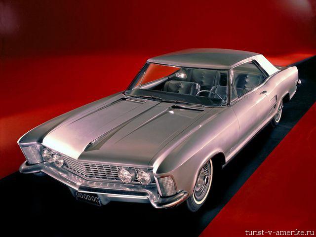 Классический_американский_автомобиль_Buick_Riviera_1963–65