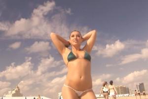 Туристка_на_пляже_Калифорнии