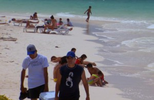 Отдыхающие_на_пляже_Кубы