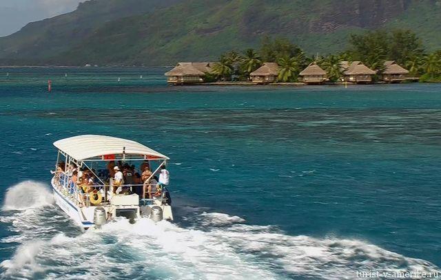 Прогулочный_катер_возле_Доминиканы