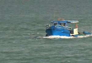 Лодка_возле_берега_Кубы