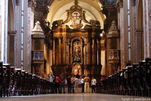Внутри_церкви_Лимы