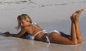 Девушка_на_пляже_Колумбия