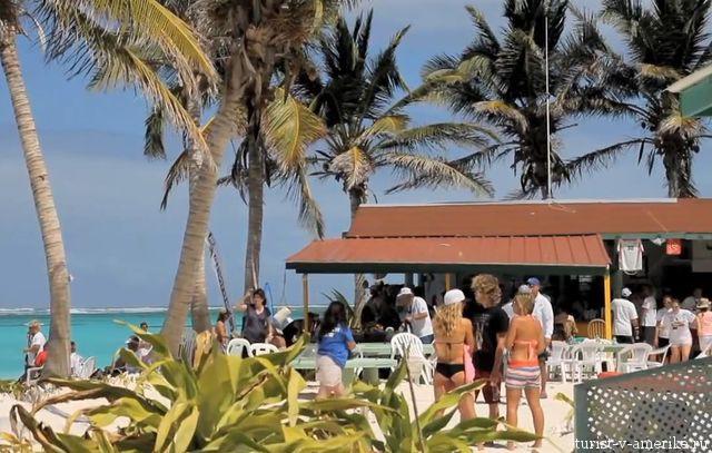 Туристы_на_пляже_в_Пуэрто-Рико