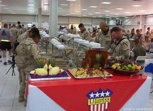 Американские_солдаты_в_столовой