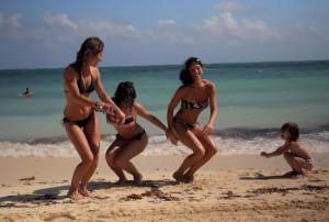 Танцы_на_пляже_Кабарете