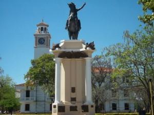Памятник_в_Сантьяго-дель-Эстеро