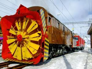 Снегоуборочный поезд на Аляске