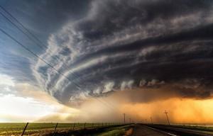 Разрушительное торнадо в США