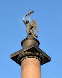 Фигура ангела на Александровской колонне